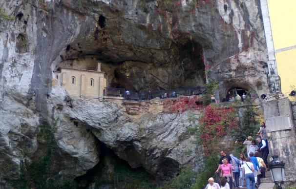Muere el niño de 3 años que se cayó por un desnivel en el Santuario de Covadonga (Asturias)