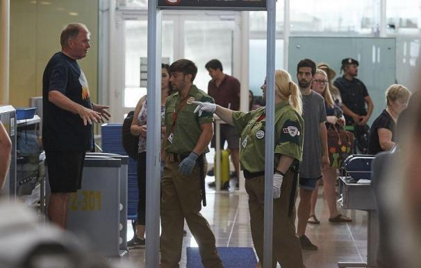 Fotografía vigilantes de seguridad en El Prat / EFE