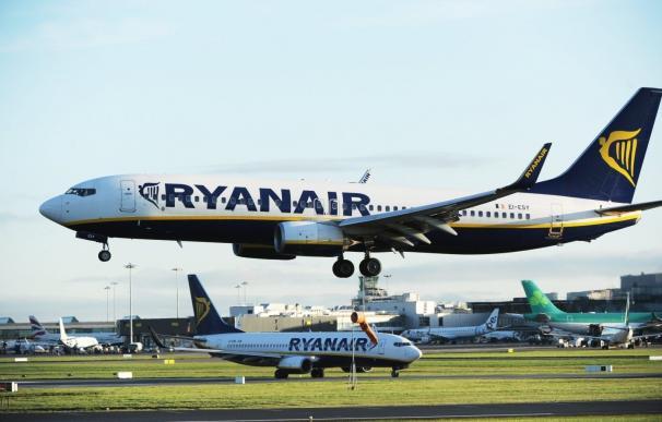 Aviones de Ryanair en pista. / EFE