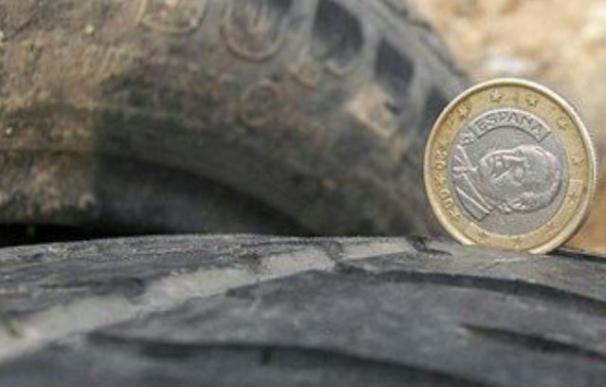El truco para comprobar el estado de tus neumáticos con una moneda de un euro