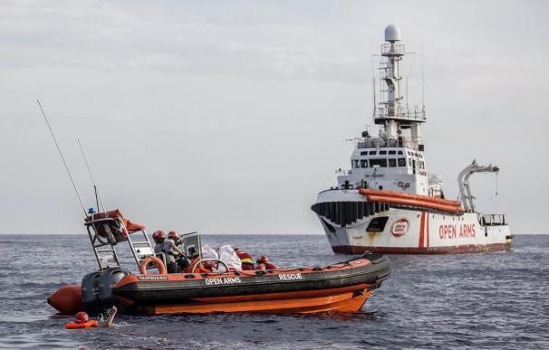 El Open Arms sigue esperando un puerto seguro para las personas rescatadas. /Open Arms
