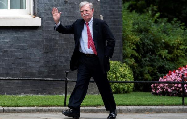 El asesor de seguridad nacional de EEUU, John Bolton, llega para reunirse en Downing Street, en Londres. /EFE/EPA/WILL OLIVER