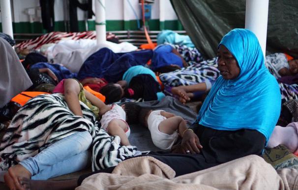 Varios bebés a bordo del barco de rescate Open Arms. /@openarms_fund