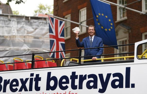"""Bus del grupo pro-brexit """"Leave Means Leave"""" en Londres, Reino Unido. /EFE"""