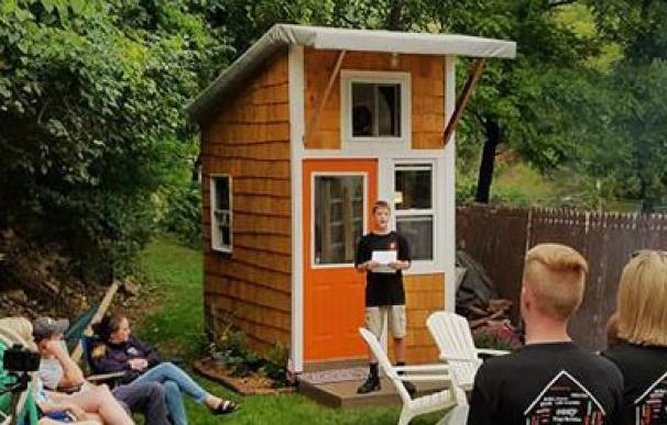 Adolescente construye su propia casa