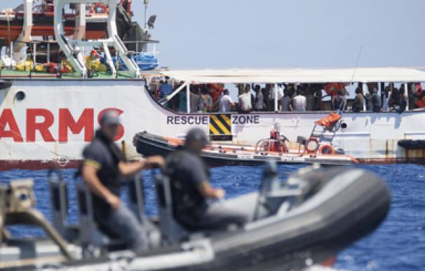 """Open Arms pide la evacuación """"urgente"""" de los migrantes"""