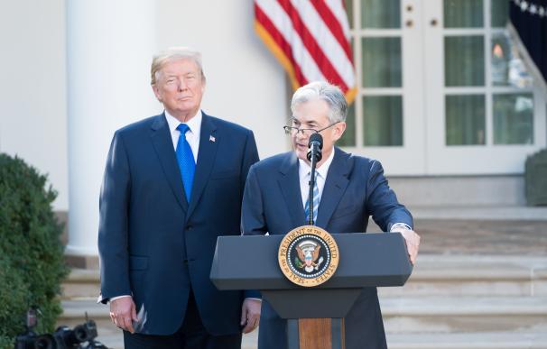 Powell, junto a Trump, en su toma de posesión.
