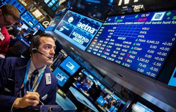 Un operador de bolsa en Wall Street. /EFE