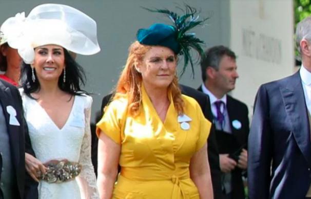 El matrimonio Salinas con el príncipe Andrés y su exmujer Sara Ferguson en Ascott este pasado Junio.