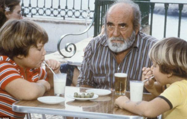 Una escena de 'Verano Azul' con Chanquete, Piraña y Tito.