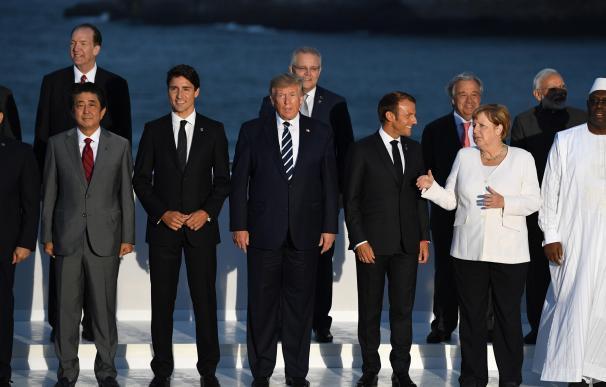 Trump, en el centro, y Xi Jinping (izquierda), durante la cumbre del G7 de 2019