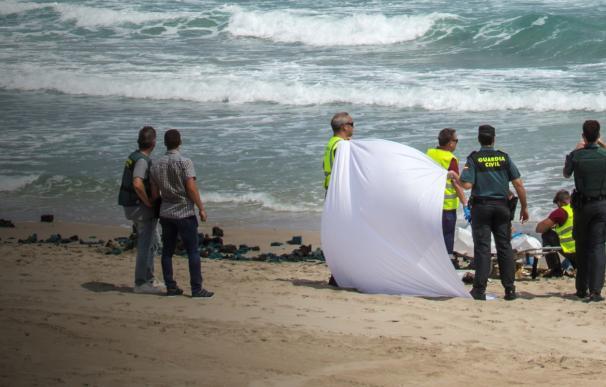 Fallece un instructor del Ejército al caer al mar el aparato que pilotaba. /EFE