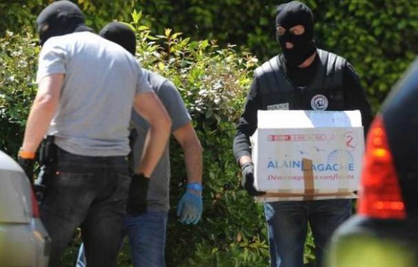 ETA ocultaba en el zulo de Francia 145 armas cortas, dos fusiles de caza y munición