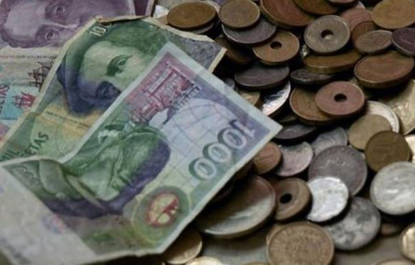Fotografías de monedas y billetes de pesetas / EFE