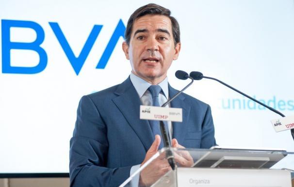 El presidente de BBVA, Carlos Torres Vila, durante el curso de la Apie y la UIMP en Santander.