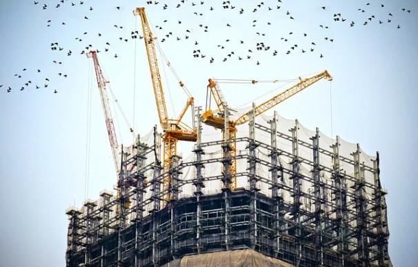 Fotografía de la construcción de un rascacielos.