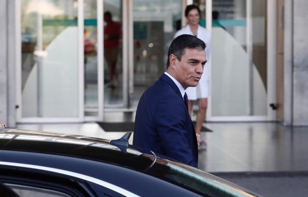 El presidente del Gobierno en funciones, Pedro Sánchez, a su llegada este viernes al hospital Quirón Salud Madrid, para visitar al rey Juan Carlos que prosigue su recuperación de la intervención cardiaca a la que fue sometido el pasado sábado. EFE/ Marisc