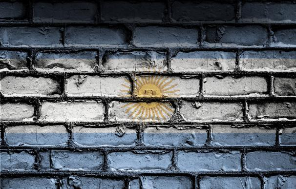 Argentina se asoma (otra vez) a la quiebra por la crisis social y la debacle de los mercados. /Pixabay