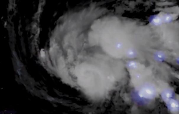 Tormenta eléctrica en el huracán Dorian