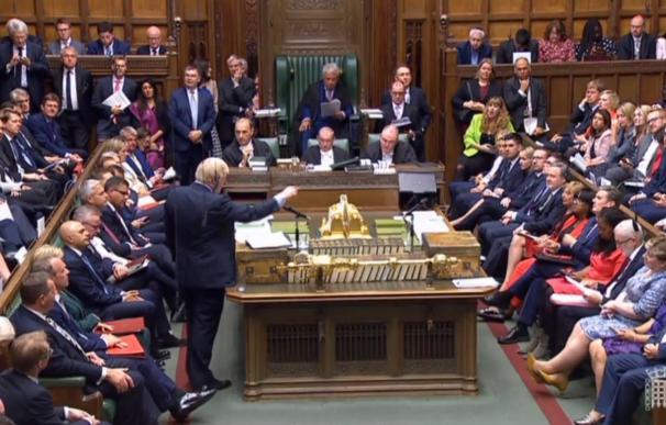 Boris Johnson pierde la mayoría en el Parlamento tras desertar un diputado