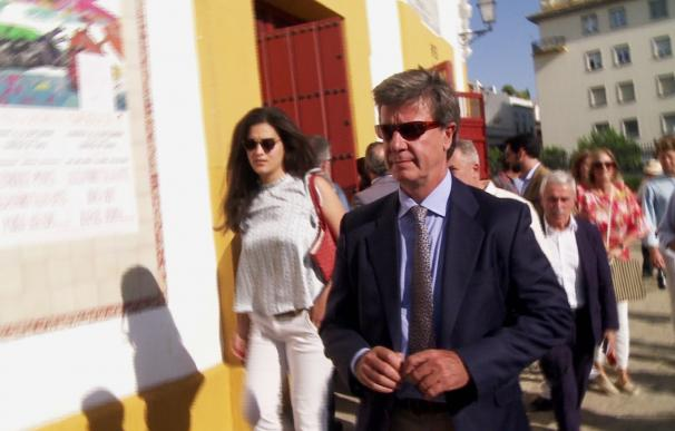 Cayetano Martínez de Irujo presume de novia en la Maestranza de Sevilla