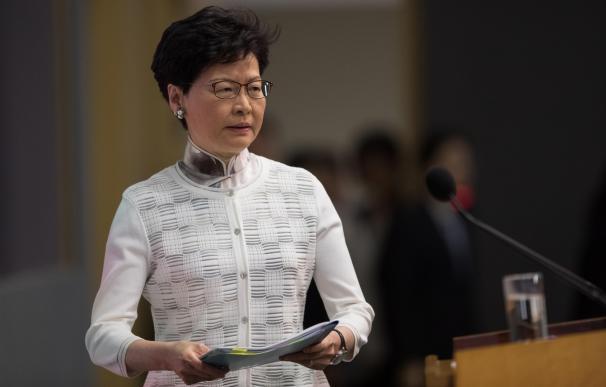 La jefa ejecutiva de Hong Kong, Carrie Lam Cheng Yuet-ngor, llega a la rueda de prensa. /EFE