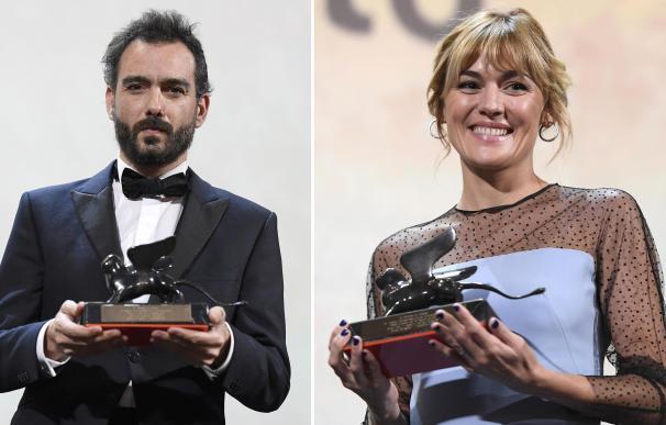 Théo Court y Marta Nieto posan con sus Leones de Oro en la Mostra de Venecia. / EFE