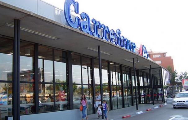 Exterior de un hipermercado Carrefour.