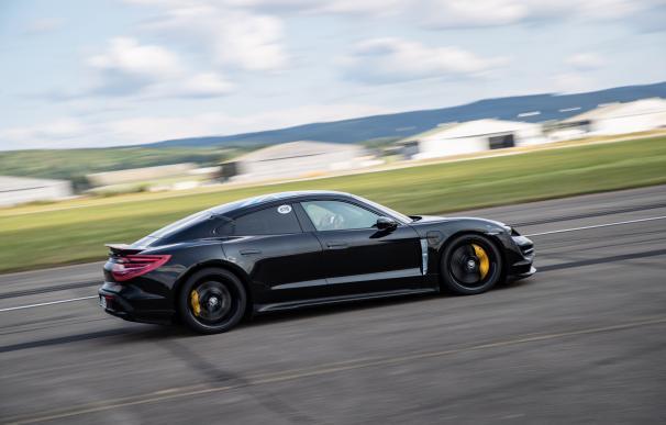 El Taycan es el primer coche deportivo totalmente eléctrico de Porsche. /L.I.