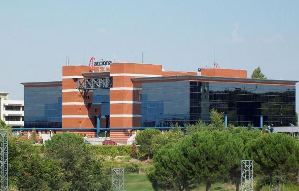 Fachada del edificio de Acciona en el Parque Empresarial de La Moraleja, Alcobedas