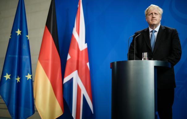Boris Johnson durante una rueda de prensa en el G7. / EFE