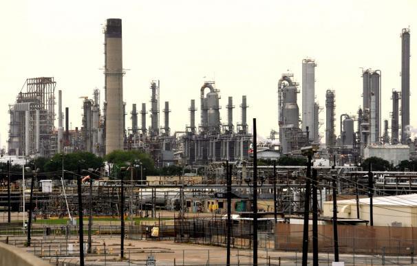 El petróleo se fortalece a pesar de concluir la semana a la baja