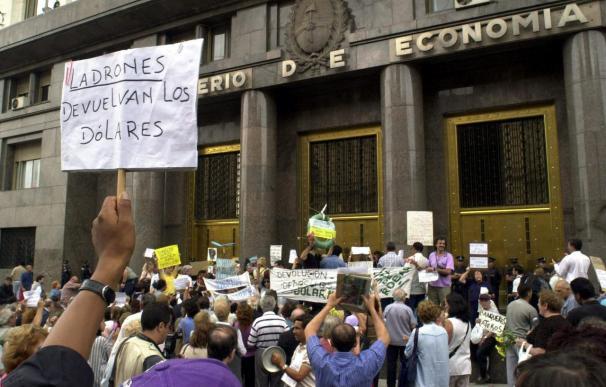"""Una Argentina próspera contrasta con la del """"corralito"""" financiero de 2001"""