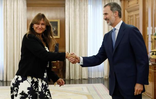 Laura Borrás, JxCat, saluda al Rey Felipe VI