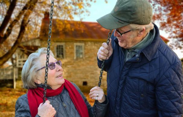 Fotografía de una pareja de pensionistas.