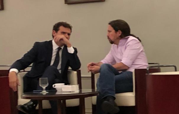 Fotografía de Iglesias y Rivera en la cafetería del Congreso.
