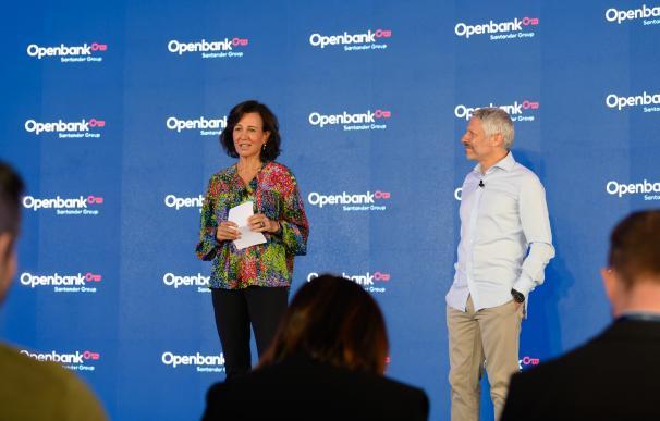 Ana Botín, presidenta de Banco Santander, junto a Ezequiel Szafir, CEO de Openbank