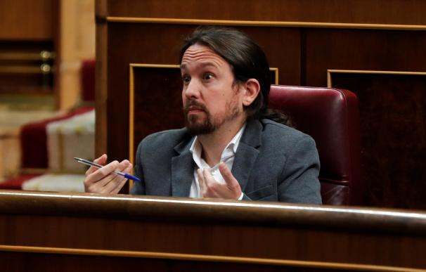 El líder de Unidas Podemos, Pablo Iglesias, gesticula durante la intervención del presidente del Gobierno en funciones, Pedro Sánchez