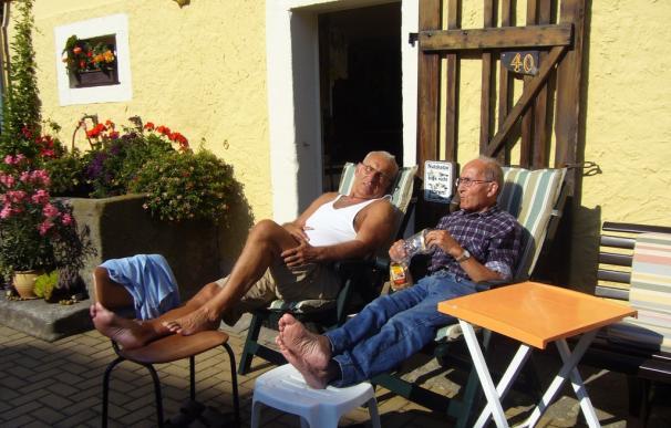Fotografía de dos jubilados de vacaciones.