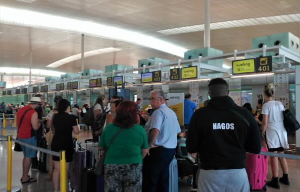 Pasajeros en el Aeropuerto de Barcelona. / EP