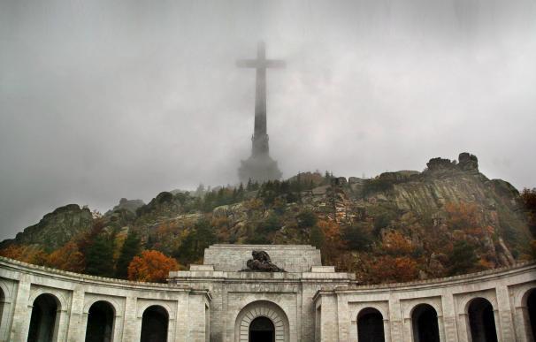 """""""Franco manda mucho desde su tumba"""": 200 especialistas visitan el Valle de los Caídos"""