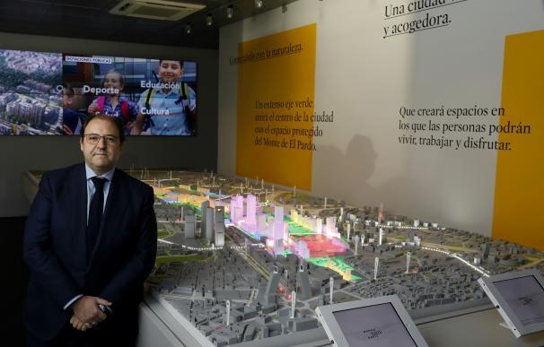 El presidente de DCN, Antonio Bejár, presenta la maqueta del proyecto