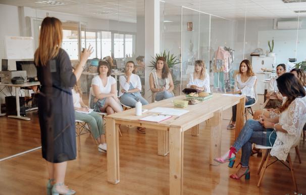 Una marca de ropa crea la 'escuela de la felicidad': más bienestar y más ventas