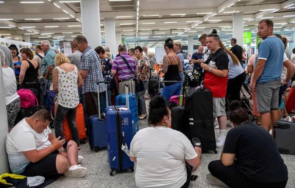 Fotografía de pasajeros afectados en España por la quiebra de Thomas Cook.