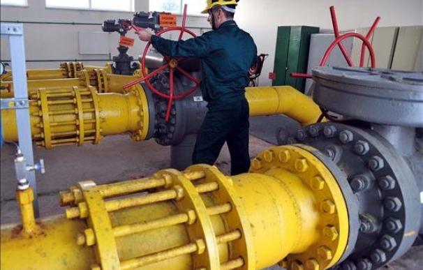 La CNMC plantea recortes de hasta el 21,8% en la retribución de las empresas de gas. /EFE