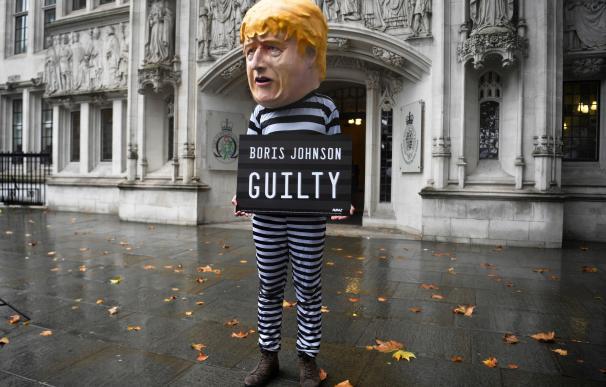 ¿'Impechment' a la vista? Boris Johnson pone Reino Unido patas arriba en 30 días