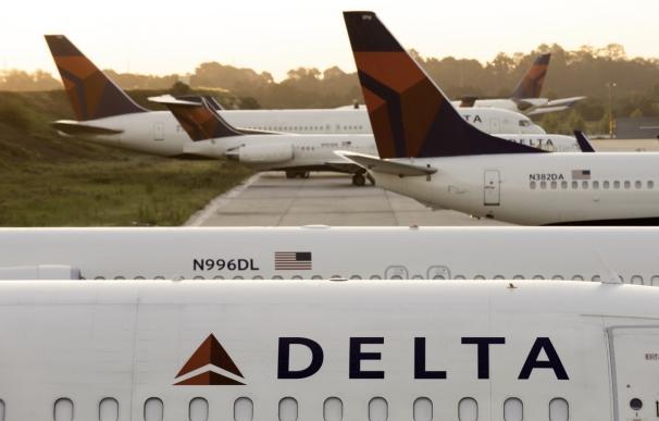 Delta Airlines cancela 800 vuelos este lunes por el huracán 'Irma'