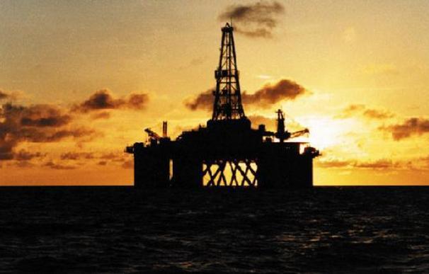 Plataforma petrolífera de la empresa estatal china CNOOC sobre el mar. / CNOOC