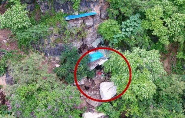 Un dron encuentra a un fugitivo que llevaba 17 años en una cueva en China