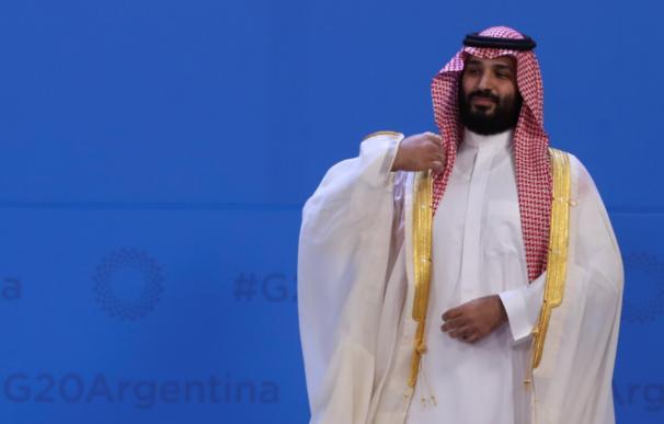 El príncipe heredero saudí, Mohammed bin Salman, antes de la foto de familia de la Cumbre del G20 en Buenos Aires (Argentina). EFE/Ballesteros